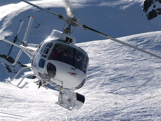 Scenic helicopter flight with Southern Lakes Helicopters